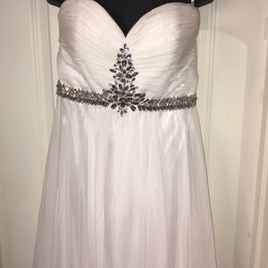 White Alyce Paris dress